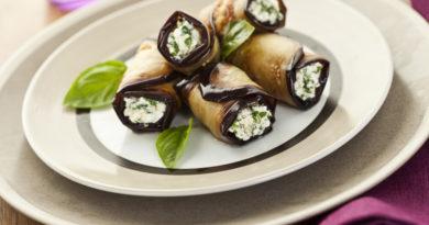 Рулетики из баклажанов с творогом, сыром и орехами