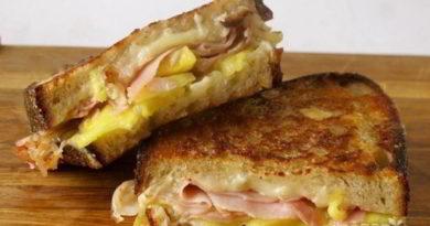 Бутерброды с ветчиной и сыром, на сковороде