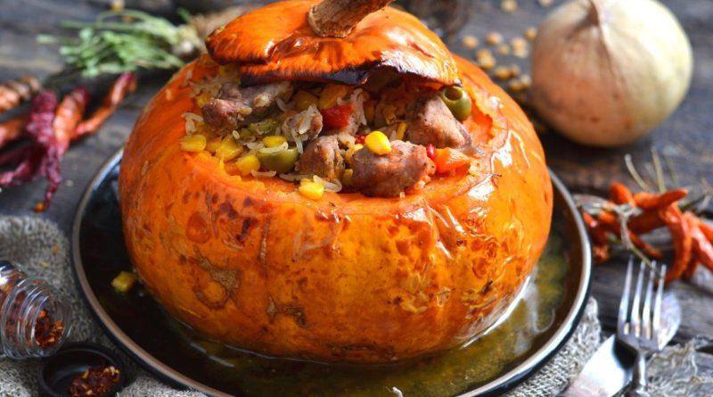 Жаркое из свинины в тыквенном горшочке