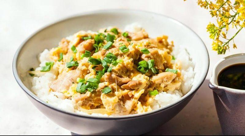 Оякодон из куриных бедрышок и риса