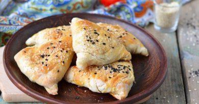 Самса с куриным филе и луком