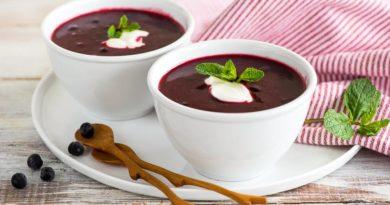 Смородиновый суп с творожными клецками