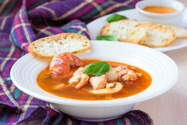 Суп с лососем и креветками