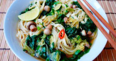 Грибной суп с лапшой в азиатском стиле