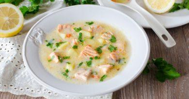 Сырный суп с рисом и лососем
