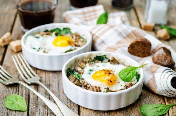 Запеканка из яиц, шпината и грибов