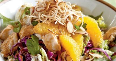 Легкий азиатский салат с курицей