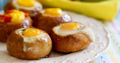 Яйцо в булочке (ленивый завтрак за 20 минут)