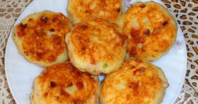 Картофельные котлеты с колбасой и сыром