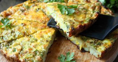 Омлет с картофелем и сыром