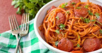 Паста с салями в томатном соусе