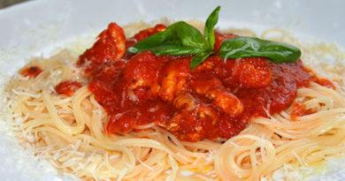 Спагетти с соусом из курицы