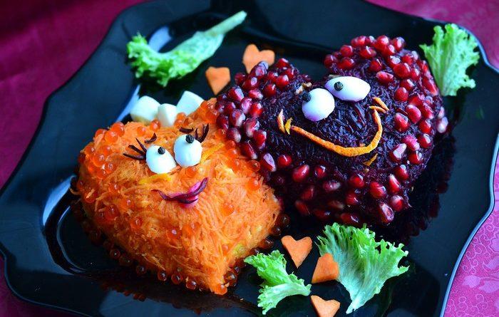 """Слоёный салат """"Два сердца"""" с мясом и рыбой"""