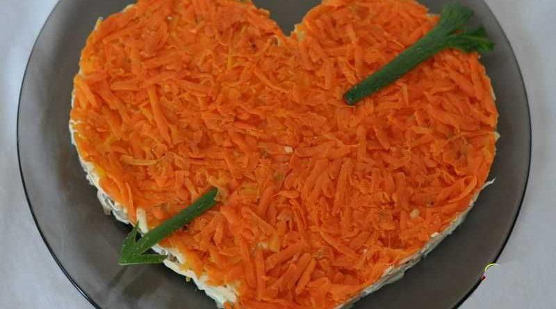 """Слоеный салат """"Сердце"""" с рыбными консервами"""