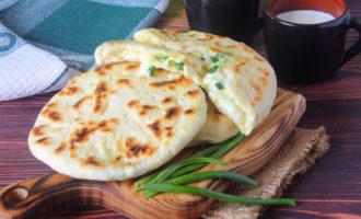 Сырная лепёшка с брынзой, на сковороде