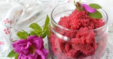 Лепестки роз, перетертые с сахаром