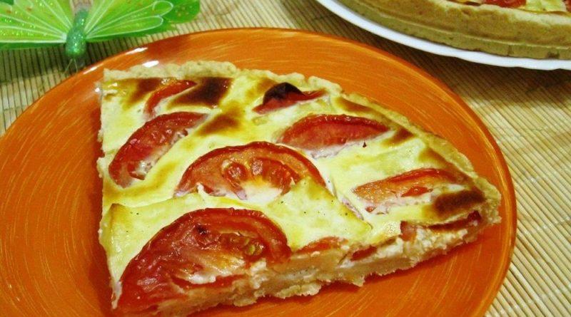 На скорую руку: Пирог с брынзой и помидорами в сметанной заливке