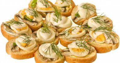 Бутерброды с килькой и яйцами
