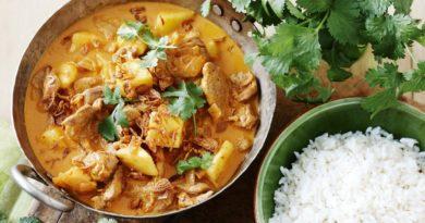 Свинина с рисом и ананасом по-индийски