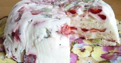 Торт без выпечки творожно-фруктовый