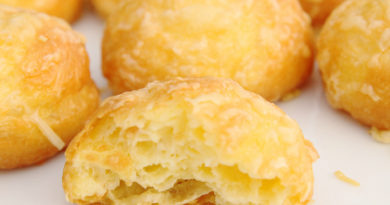 Штучки с чесноком и сыром из заварного теста