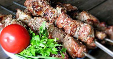Шашлык из свинины с томатным соусом очень вкусный