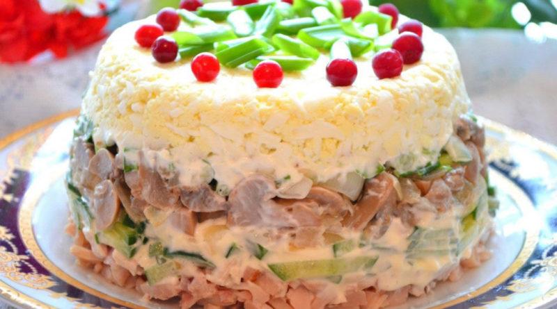 Самый вкусный салат из курицы (слоями)