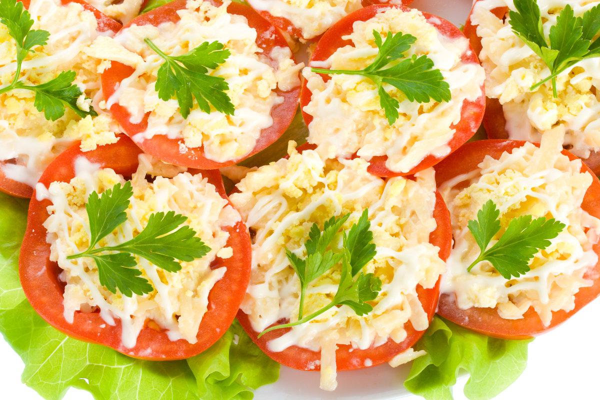 салат помидоры с чесноком и майонезом