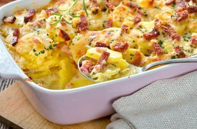 Аппетитная запеканка с отварной картошкой и сосисками