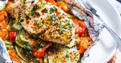 Куриные грудки, запеченные с овощами