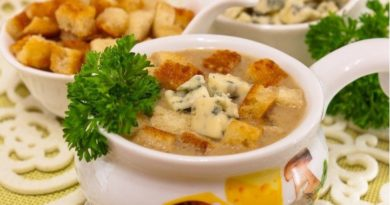 Сырный суп с грибами и сухариками