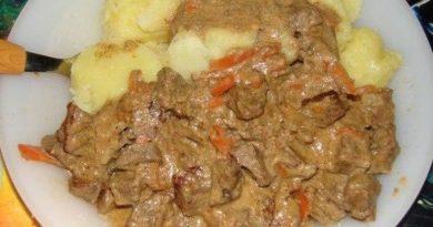 Мясо отварное в сметане