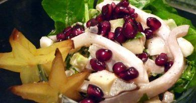Салат с кальмарами и гранатом