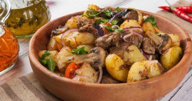Жаркое из свинины с грибами и орехами