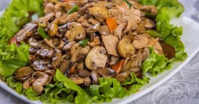 Сытный грибной салат