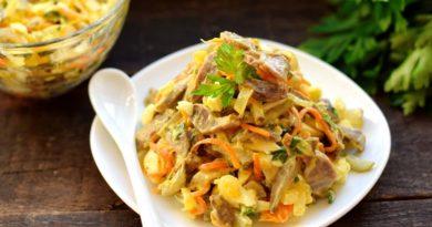 Теплый салат из куриных желудков