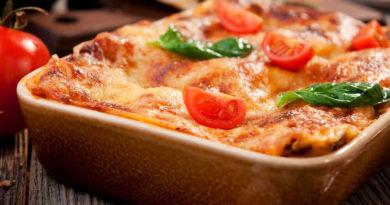Мясо запеченое с картофелем и помидорами