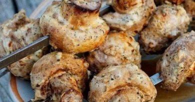 Шашлык из грибов неизменно ароматный, сочный и вкусный