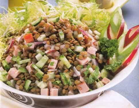Салат из чечевицы с ветчиной и яйцом