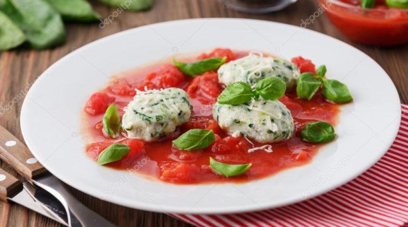 Малфатти с томатным соусом