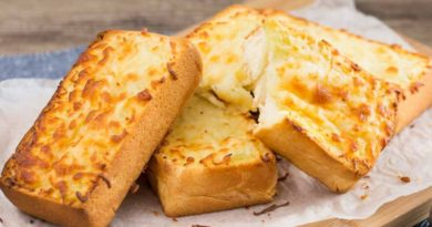 Золотистый сырный тост
