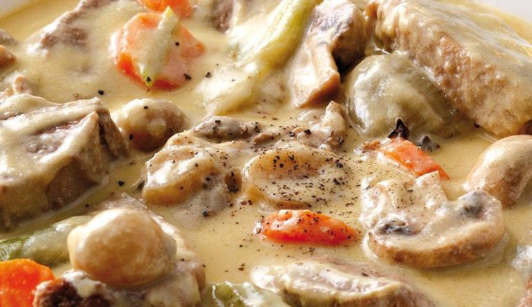 Телятина с овощами в сметанном соусе