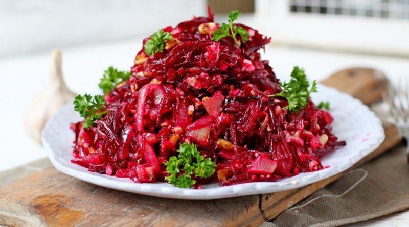 Салат свекольный с грибами