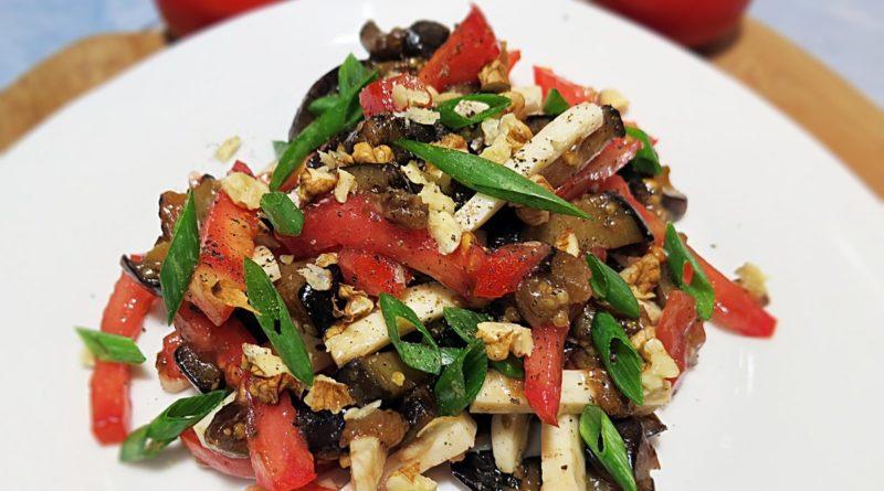 Салат для гурманов с помидорами и арахисом