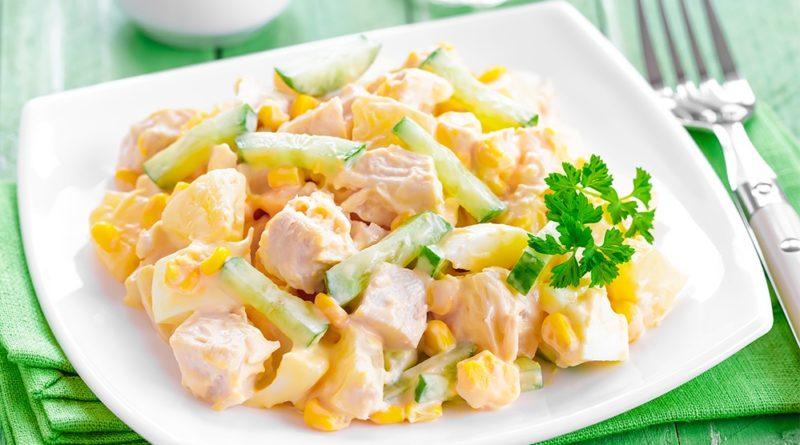 Ананасовый салат с куриным филе