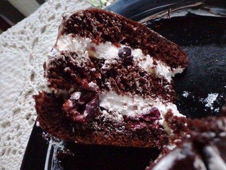 Миндально-шоколадный торт с вишней на коньяке