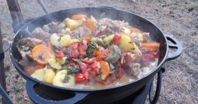 Мясо с овощами в казане (на костре)