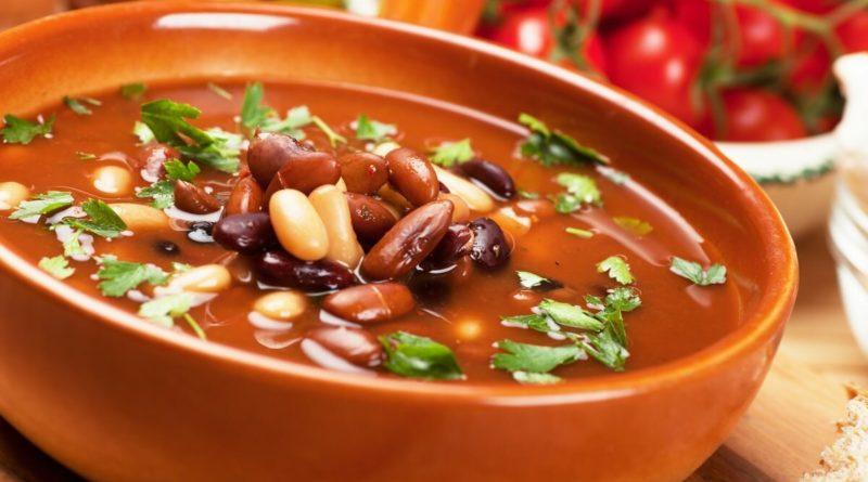 Суп из фасоли с черносливом и розмарином