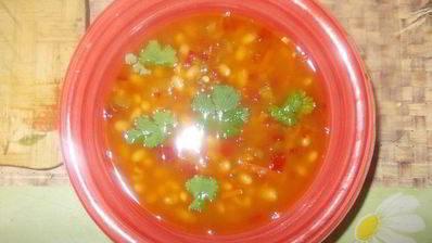 Тосканский суп из фасоли с розмарином и зеленый салат с огурцами и мятой