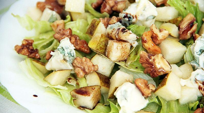 """Салат """"Дольче"""" с грушей, сельдереем и сыром"""